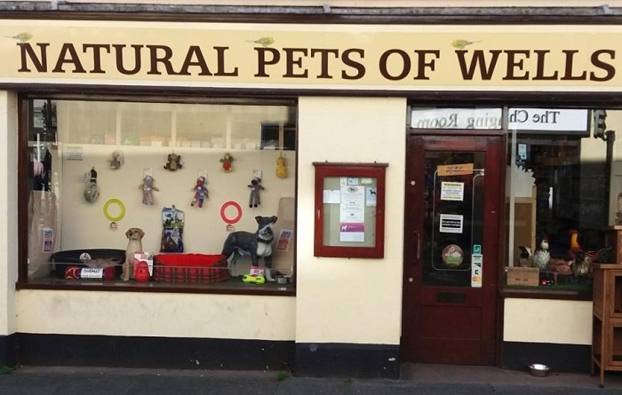Pet shop owners apply to take on post office